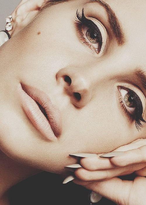 Lana Del Rey classic winged makeup