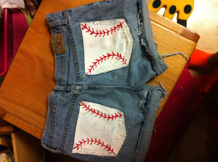 I want to make these!!! Gonna go to Plato's Closet this week to find some shorts, then to the craft store for paint!