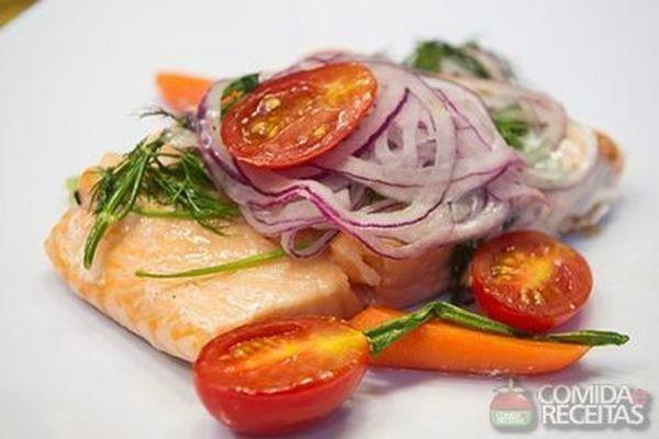 Receita de Papelote de salmão nadador em receitas de peixes, veja essa e outras receitas aqui!