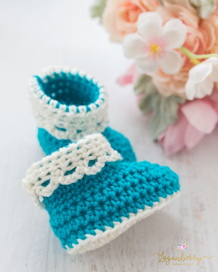 Lace-Trim Baby Booties – Free Crochet Pattern + Tutorial » Loganberry Handmade, Crochet Baby Boots with Lace Cuff, Teal + Blue Baby Shoes, Things to crochet for babies,