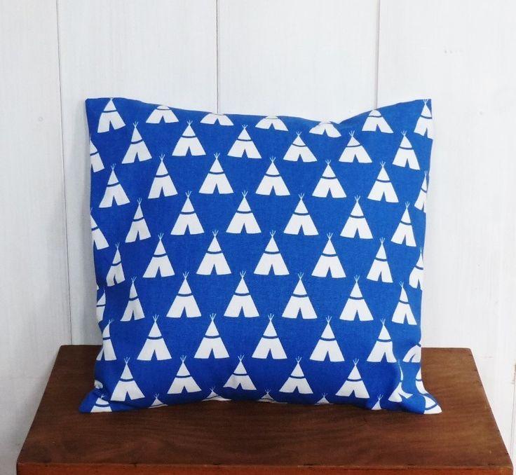 Housse de coussin 40x40 cm motifs géométriques bleu cobalt tipis indiens : Textiles et tapis par zig-et-zag