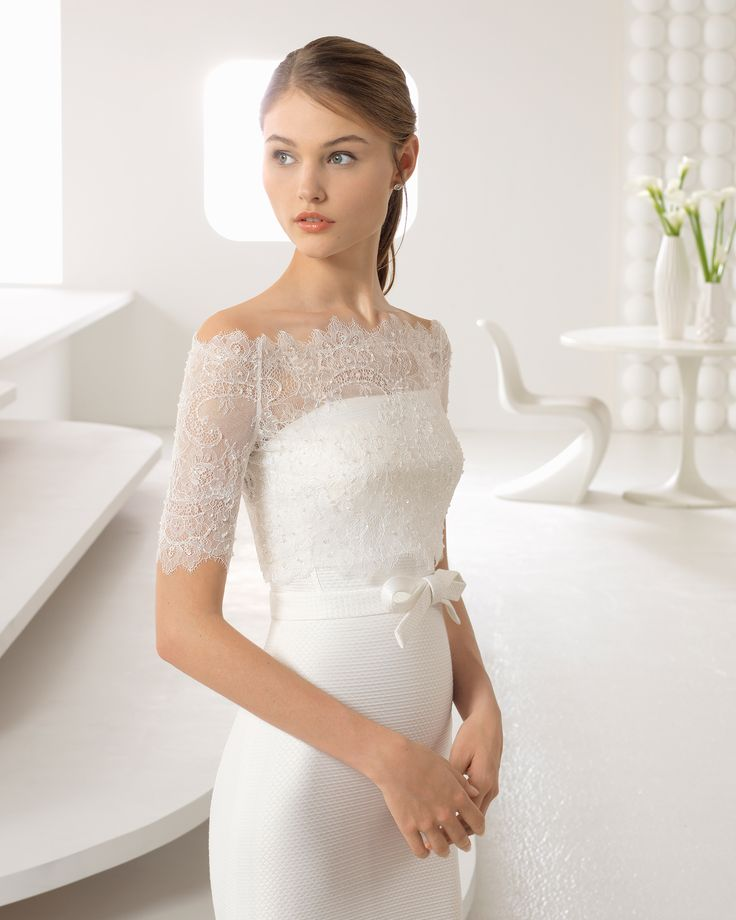 ARABA - Classic-style capri strapless wedding dress with low back and detachable overskirt. 2018 Rosa Clará Collection.