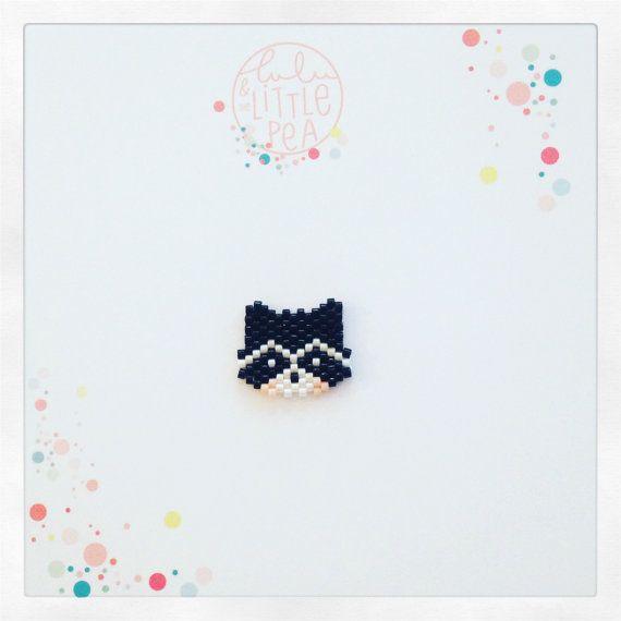 pins raton laveur tissée en perles miyuki delica- ambiance noir et blanc -  tissage peyote
