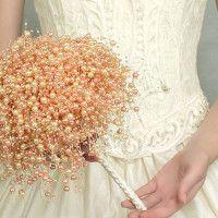 Buquê de pérolas? Buquê de broche? Veja diferentes opções de buquês que não são feitos de flores:
