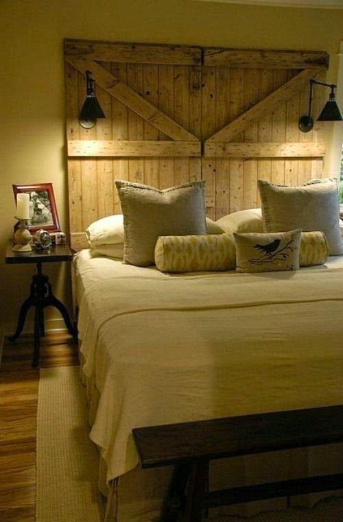 Puertas antiguas como cabeceros de cama.