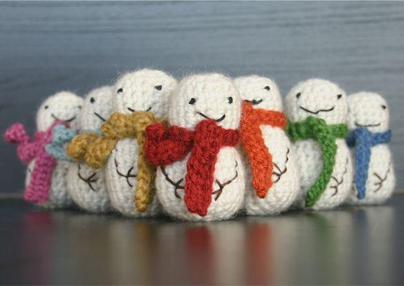 Mini Snowmen!  Free Crochet Pattern
