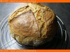 Zemiakový chlieb Chlieb som nekúpila už niekoľko rokov. Je to pre mňa úplne prirodzené, že keď sa míňa, spravím si ďaľší. Ingrediencie 5 g kvasníc 1 dcl vlažnej vody 10 dkg hladkej múky 5 dkg špaldovej Toto si zarobíme aspoň 12h predtým ako budeme piecť chlieb ideálne večer a ráno môžme piecť. Necháme na linke …