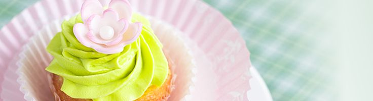 Coconut cupcakes with lime cream cheese icing
