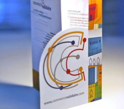 Dépliants Commerce Solidaire - Description : dépliant rainuré avec découpe, 3 volets -  Type d'impression : offset quadri - Finition : découpe et pliage