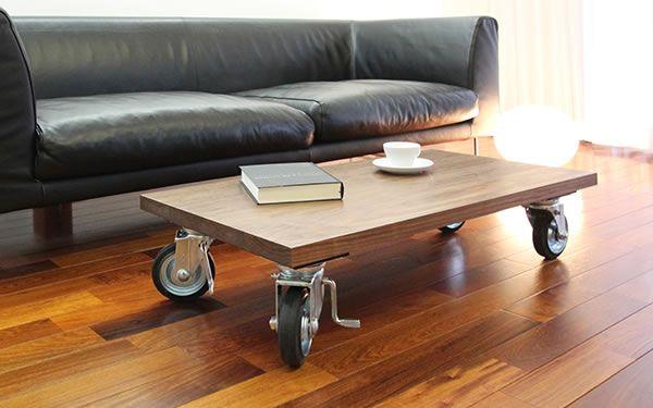 C-table ウォールナットの天板にキャスターをつけたシンプルなローテーブル
