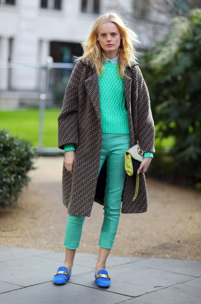 Loving the mint Acne jumper and blue loafers - Pic Mr NewtonStreet Fashion, Mint Green, Hanne Gabi, Gabi Odiele, Fashion Street, Street Style, Style Icons, Blue Su Shoes, Knits Sweaters