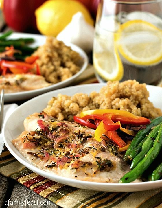 Baked Tilapia with Quinoa and Garlicky Green Beans - A delicious, flavorful meal that is part of the #SimpleStart plan by Weight Watchers! (It's so good - even if you aren't on Weight Watchers you will love this recipe!)
