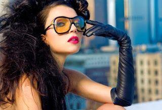 Je kunt veel geld uitgeven bij de kapsalon aan haarproducten, die jouw haar gezonder en glanzender maken, roos helpt voorkomen of goed is tegen haaruitval. Maar hebben deze producten jou echt geholpen?Ons haar raakt snel beschadigd door het gebruik van gel- en haarlakproducten, verven, het frequent