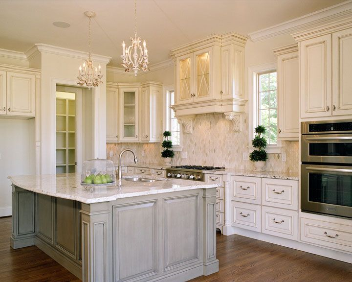 Check Out This Glorious Kitchen! The White Cabinets Give