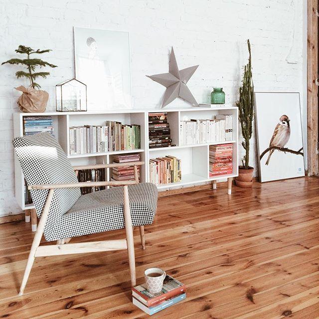 Plan na dzisiaj skrystalizowany ;) Nie ruszam się stąd! Pięknego dnia! #czytam #biblioteczka #livingroom #roomtour #myhome #zyciewkamienicy #ksiazki #books #bookshelfie #living #lazysunday #fotel #wfotelu #czasnaksiazke #interior #homedecor #dom #mojdom #mojemieszkanie #pokoj #salon #brick #brickwall #modern #ikeahack #valjehack #valje