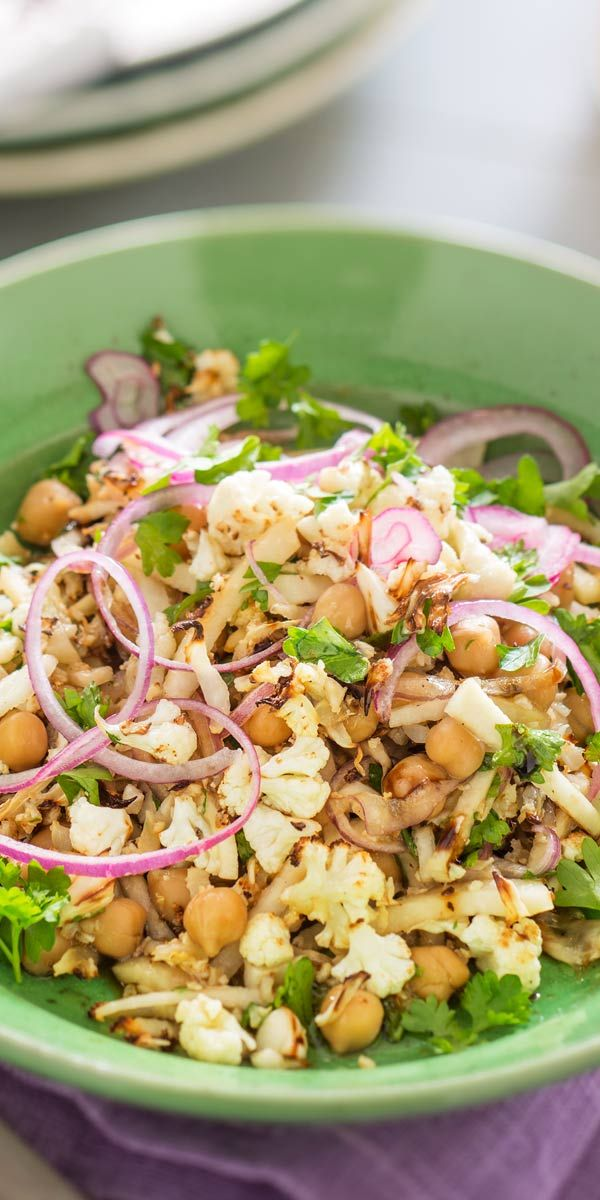 Du bekommst Gäste und möchtest sie mit einem außergewöhnlichen Gericht überraschen? Bei diesem orientalischen Blumenkohlsalat werden sie garantiert Augen machen! Zutaten besorgen und los geht's.