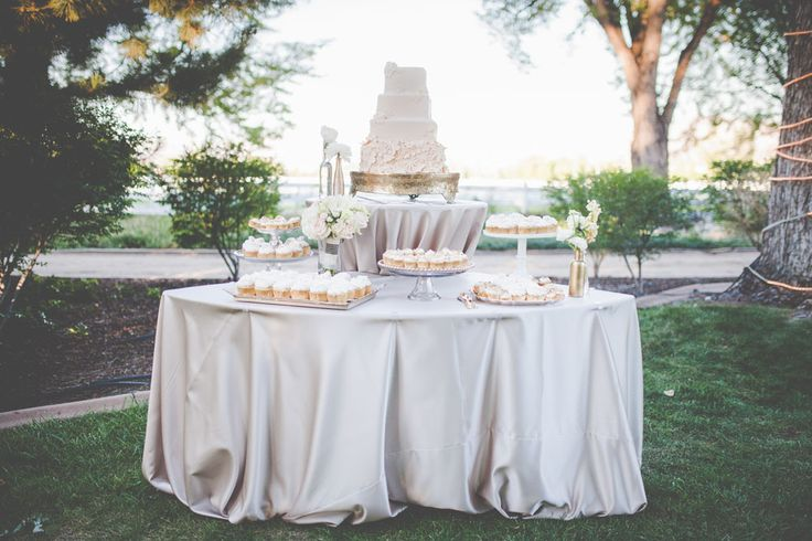 Put your sweat treats on a neutral table to make them pop! @onceuponatimeevents @handlebarstudio