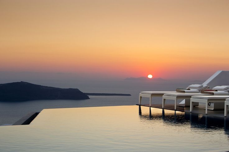 Grace Santorini's '363 Champagne Lounge' Named 'Best Hotel Bar' in Europe