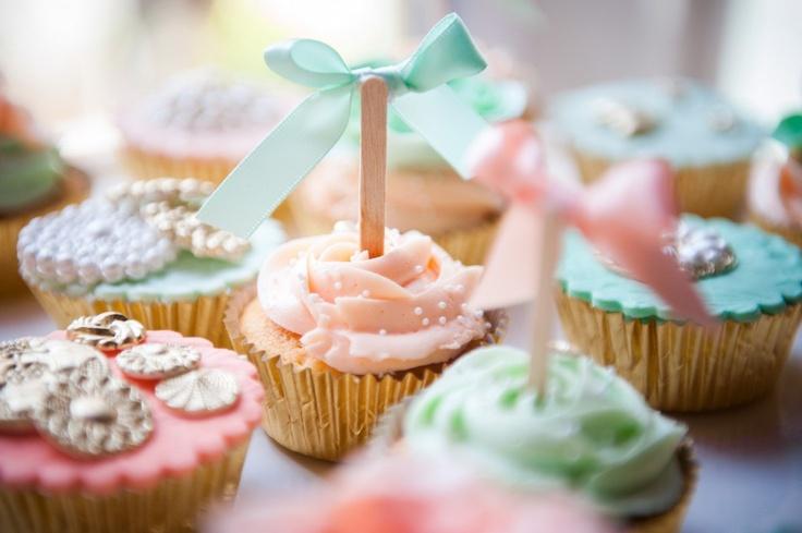 Leuk voor op je cupcake #bruiloft #cupcake #orgineeltoruwen. Gevonden op Back to Style.nl