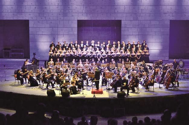 """The world-renowned """"Carmina Burana"""" was staged on May 18 without any scene cuts or censorship, following a planned staging in İzmir on May 2 which was postponed due to """"technical reasons,"""" after prominent Turkish pianist and composer Fazıl Say's wrote an article on the piece containing sections about """"sex and wine."""""""