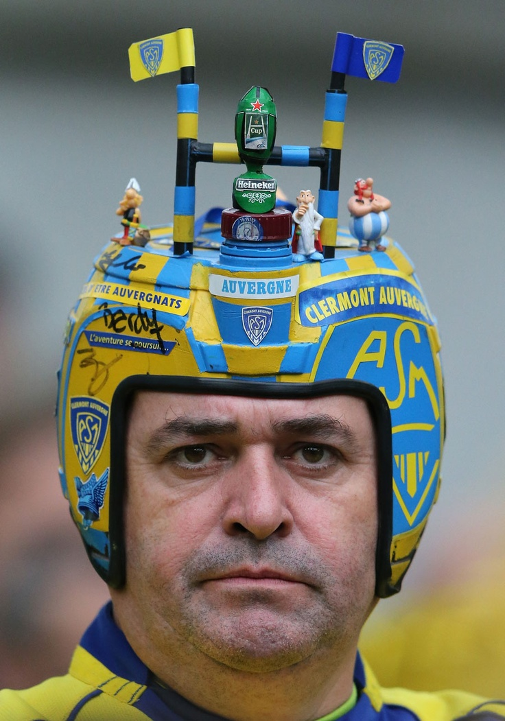 A Clermont Auvergne fan shows his colours