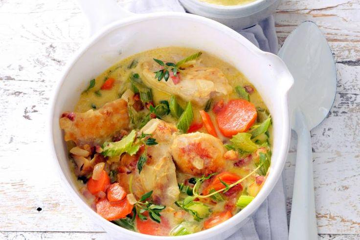 Snelle coq au vin blanc - Recept - Allerhande Lekker om de aardappelpuree op je bord er door te scheppen.