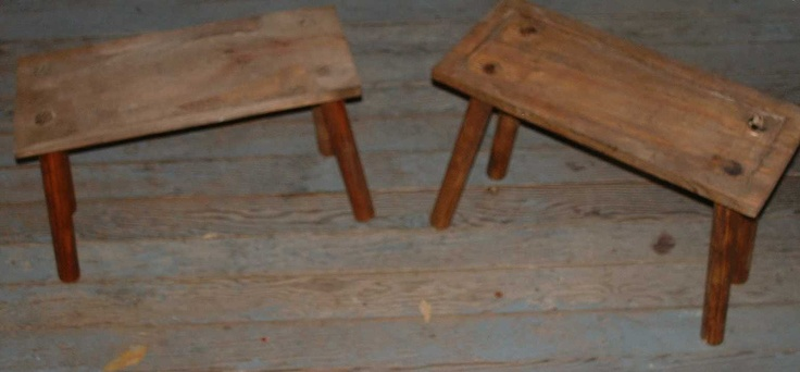 Reproductions of the sala hytte table, a small and short table.