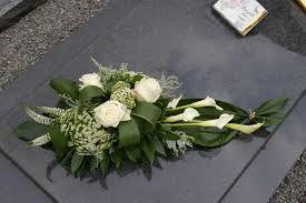 Afbeelding van http://bloemen-els.be/Grafstuk-G-65.jpg.