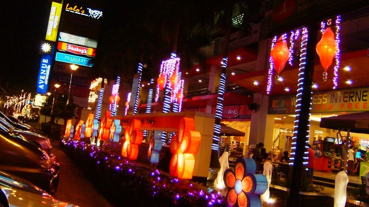 Christmas at the Masaysay Ave., Naga City, Camarines Sur, Philippines. Christmas 2005.