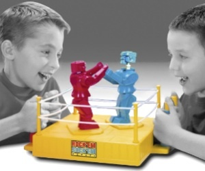 Play the classic robot fighting game with your friend. It comes with all kinds of sound and visual effects when you connect on a hard punch.