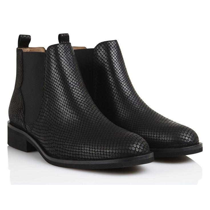 Bottines en cuir imprimé serpent Londres Exotic Noir by PETITE MENDIGOTE