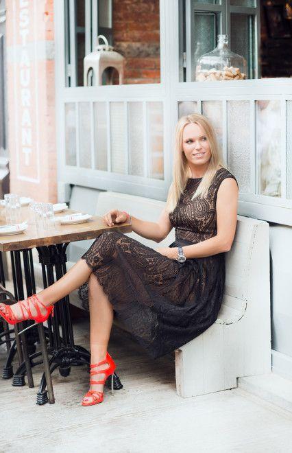 """5""""9 Tennis Star Caroline Wozniacki Gets a Sleek New Cut During New York Fashion Week"""