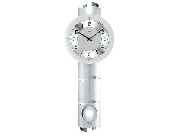 Die AMS Funkuhr 5215 mit Pendel - die geschwungene Rückwand aus Chrom und Glas macht die Uhr zu einem richtigem Kunstwerk.