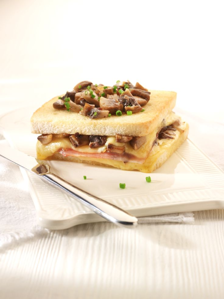 Croque champignon  http://njam.tv/recepten/croque-champignon-la-johan-segers