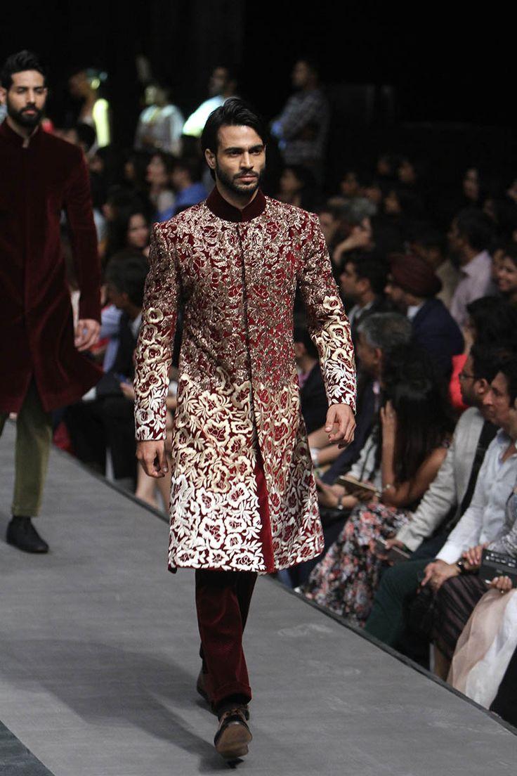 Manish Malhotra. LFW W/F 15'. Indian Couture.