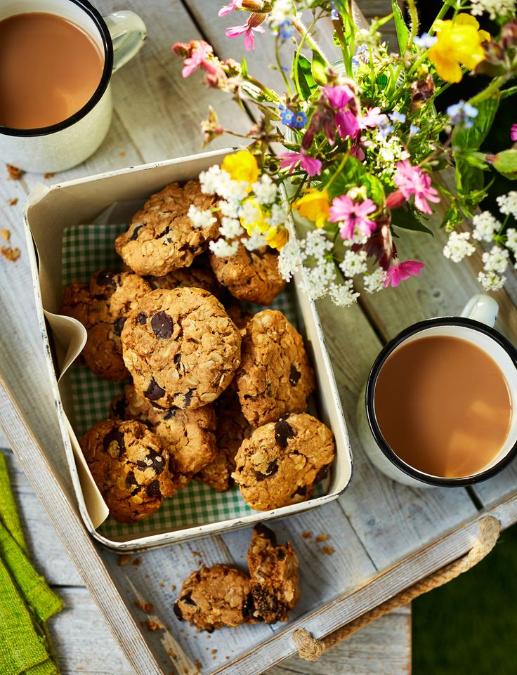 Our delicious chocolate peanut flapjack cookie recipe packs a real crunch and makes the perfect picnic treat