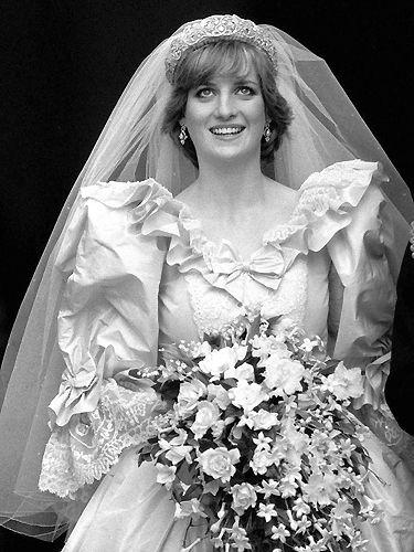 COMME ELLE A L'AIR INTELLIGENT...29/07/1981 : Charles, prince héritier d'Angleterre, épouse lady Diana Spencer, à Londres.