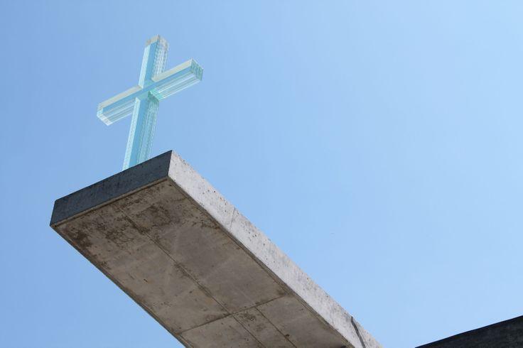 Modlitebna Církve bratrské v Litomyšli  ulice Moravská 1222, Litomyšl  autoři: Zdeněk Fránek (Fránek Architects); přizvaní umělci _ Karel Malich (oltářní část) a Václav Cígler (skleněný kříž)  realizace: 2009 - 2010