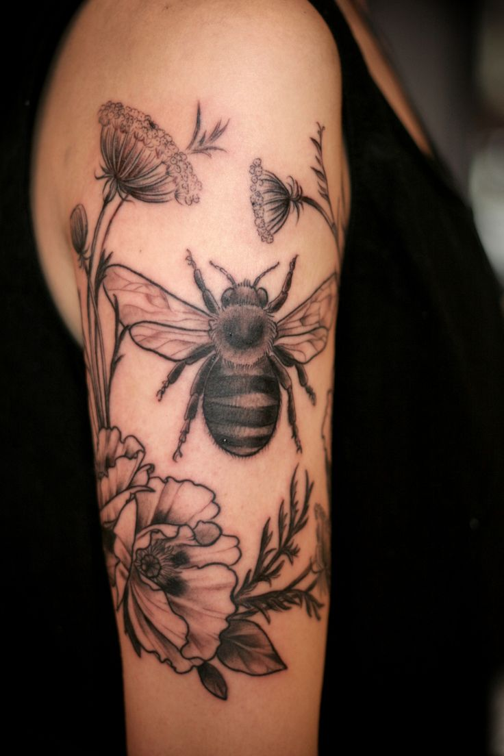 Alice Carrier - bumble bee with a wreath of foliage and flowers (old fashonioned rose, queen anne's lace)