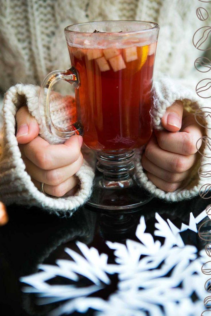 Зима. Пришло время смотреть на искрящиеся снежинки за окном и отогреваться горячим глинтвейном в уютных кофейнях Кофе Хауз.