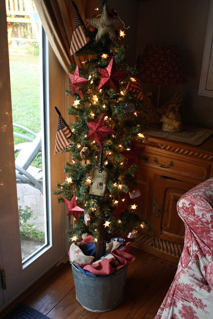 Sunny Simple Life: Red White and Blue Christmas - patriotic tree: