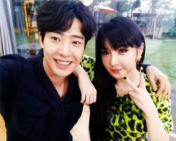 Park Bom and Park Min Woo pose as the Park-Park couple on 'Roommate'   http://www.allkpop.com/article/2014/06/park-bom-and-park-min-woo-pose-as-the-park-park-couple-on-roommate