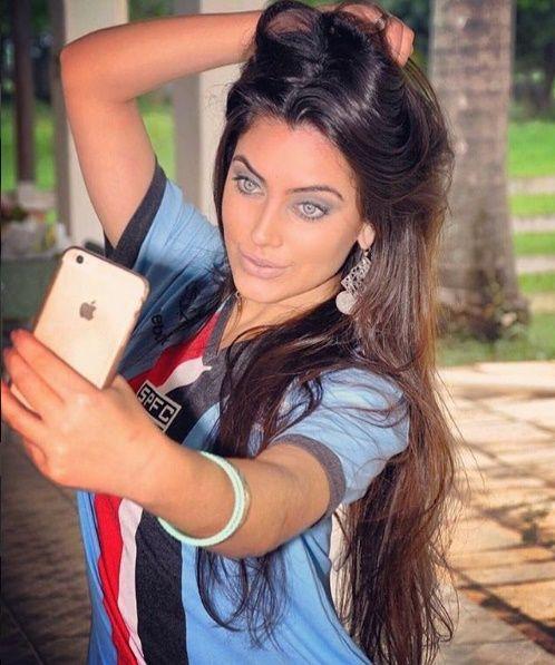 Jéssica Nunes  Sósia de Angelina Jolie, São-Paulina é eleita a torcedora mais linda do mundo. Fonte: Diário de SP via SPFC.net