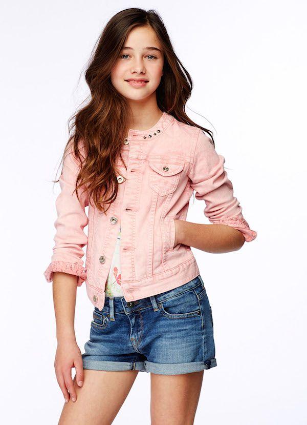 Me gustó de este conjunto que tiene su chaqueta rosada con su camisa con flores tal vez no se note pero tiene su camisita y su short si te gusta este conjunto # amo la moda soy fashionista