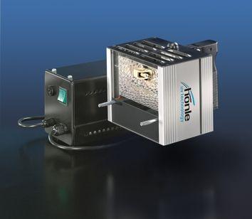 UVAHAND    Radiador manual UV de alta intensidad, que se utiliza para el endurecimiento de adhesivos, masillas de moldeo y barnices UV-reactivas, así como para la excitación de la fluorescencia.  Radiador manual de forma constructiva compacta, para el uso en desplazamiento y estacionario  Con el símbolo GS de Seguridad Comprobada  Alimentación de corriente de 230 V  Distribución homogénea de la intensidad  Espectros de emisión variables mediante la debida combinación de focos y filtros…