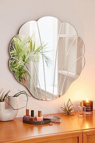 Miroir en forme de coquillage - Urban Outfitters