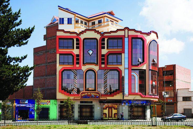 Edificio en Bolivia, por Freddy Mamani. Image © Alfredo Zeballos