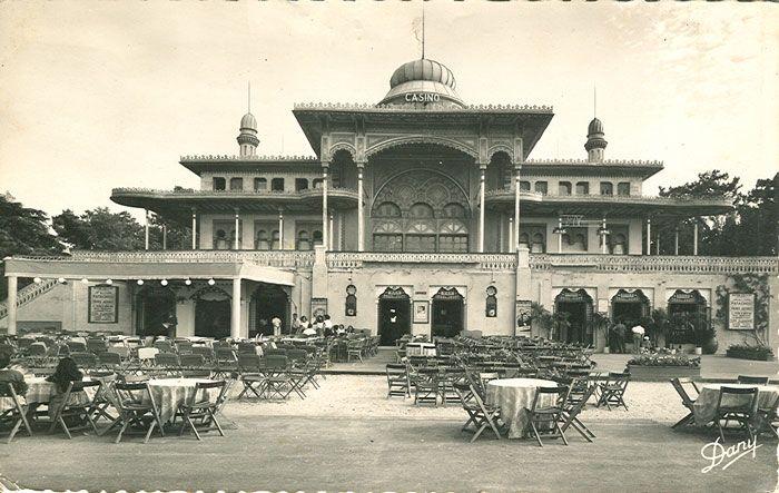 Arcachon, Casino Mauresque inauguré en 1863, photo prise en 1957, il a brûlé en 1977.
