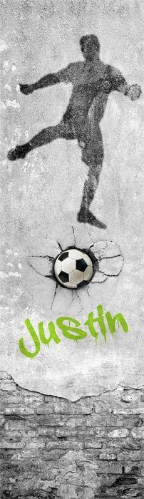 Goaaal! Speciaal voor de voetbalfans een stoer muursticker paneel. De grijstinten in combinatie met de naamsvermelding in graffiti stijl maakt de kinderkamer of tienerkamer helemaal af. Een top idee voor de voetbal kamer!