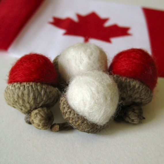 Place setting: Canada Day wool acorns